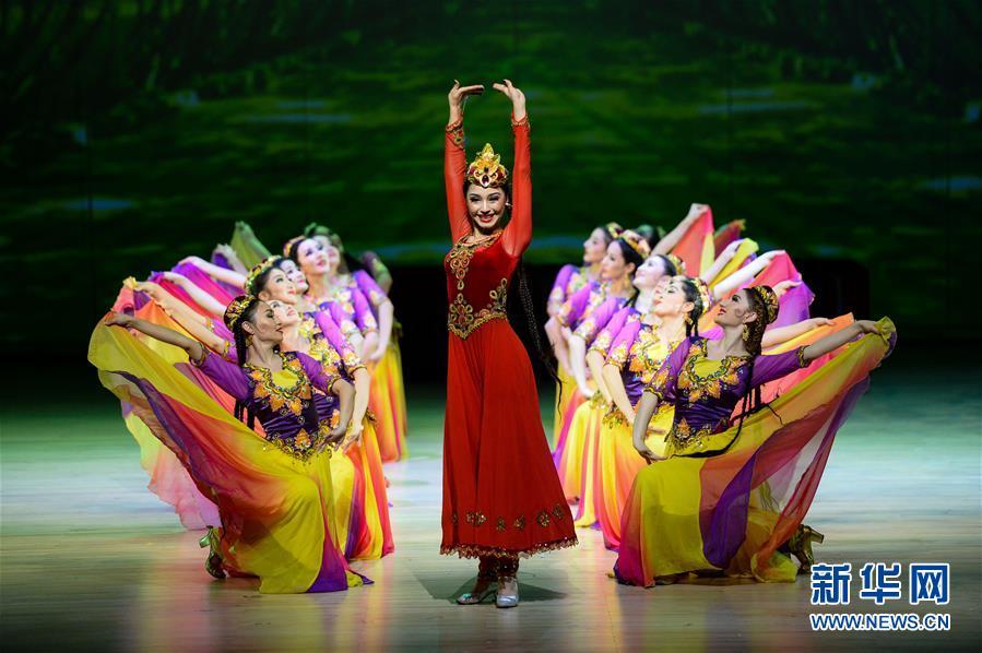 《丝路上的中国梦―永远的麦西热甫》在澳门上演