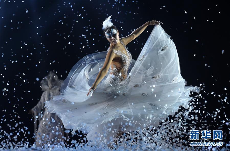 杨丽萍新舞剧《孔雀之冬》在昆明上演