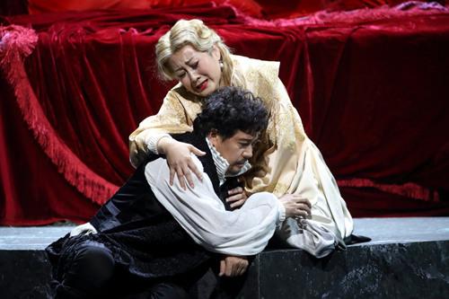 《哈姆雷特》今晚收官 真爱粉穿霾来看凯丽