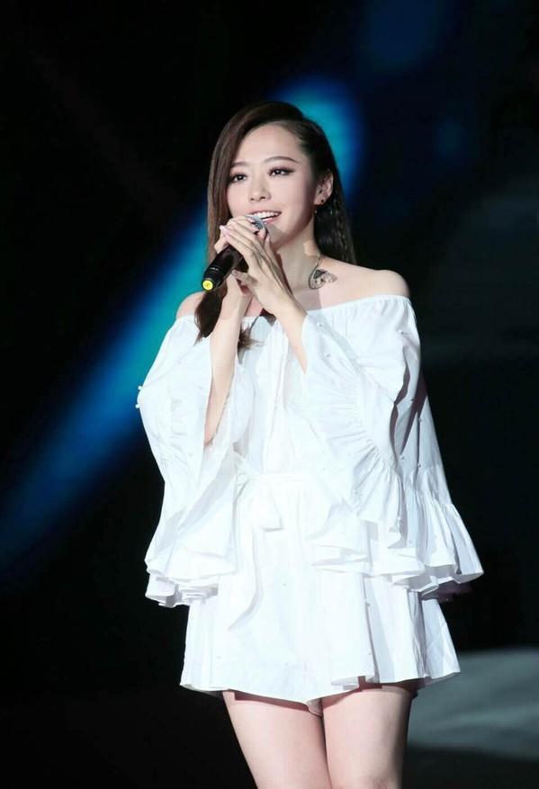《歌手》嘉宾名单公布张靓颖庆幸不与林忆莲同台PK