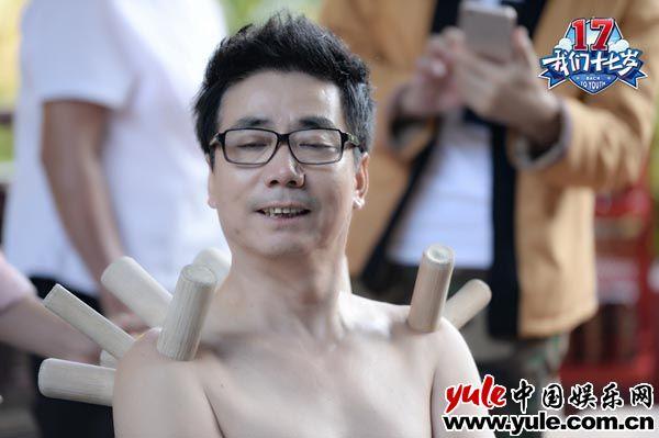 """范明浑身带罐做""""大保健"""" 郭富城调侃其变""""恐龙"""""""