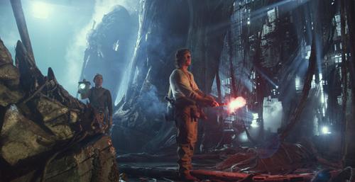 《变形金刚5》发布首张剧照 沃尔伯格现身废墟