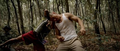 《血战边境线》 :原汁原味的丛林格斗